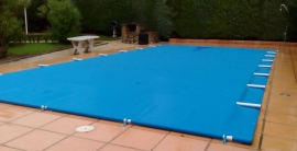 Cobertor de barras de protecci  n para piscina