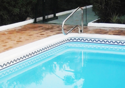 Cenefa adhesiva piscina prefabricada